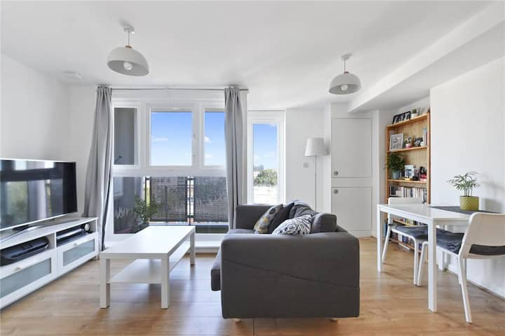 Spacious Camden Flat with Private Balcony