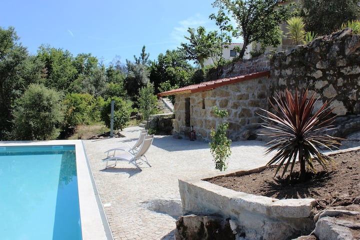 3 Bedrooms in renovated comfortable farmhouse. Mountainviews. Airco.