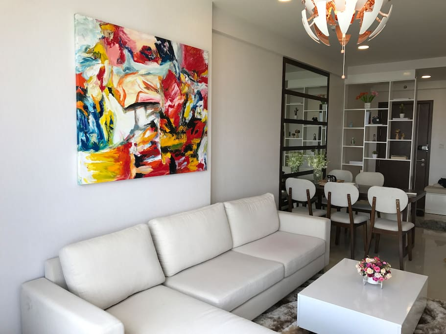 The very artistic decor and painting