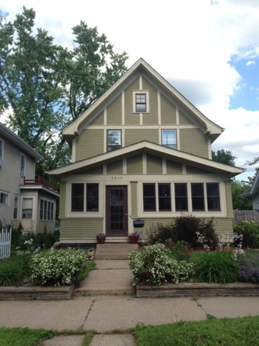 1913 historic Craftsman in the heart of Minneapolis!