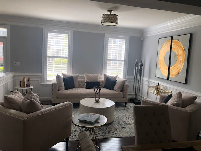 Home close to historical Newtown downtown area!