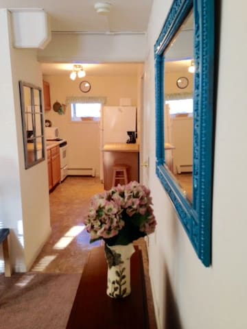Separate 1 BR Apt Suite in Lovely Private Home - New Paltz - Lejlighed