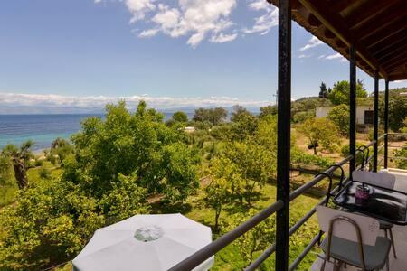 Corfu Beach house with garden,parking, sea view