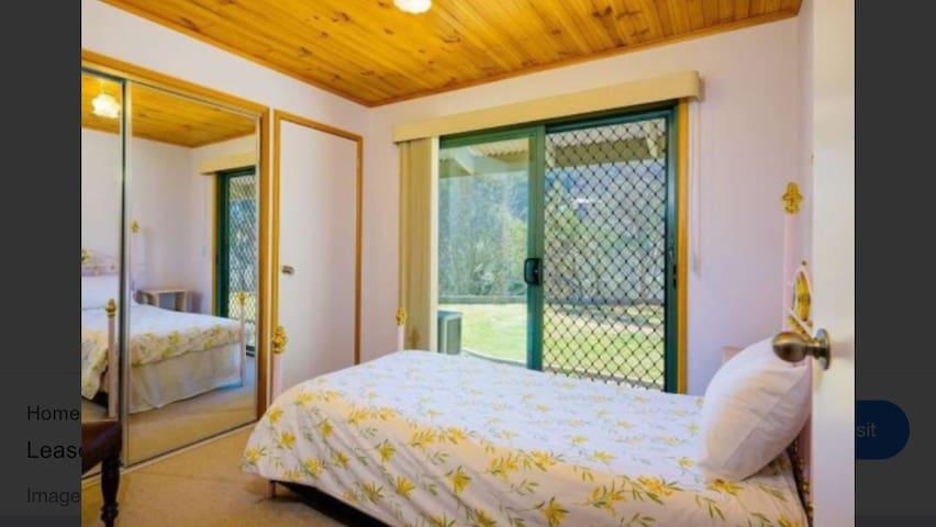 Yackandandah Escape single bedroom