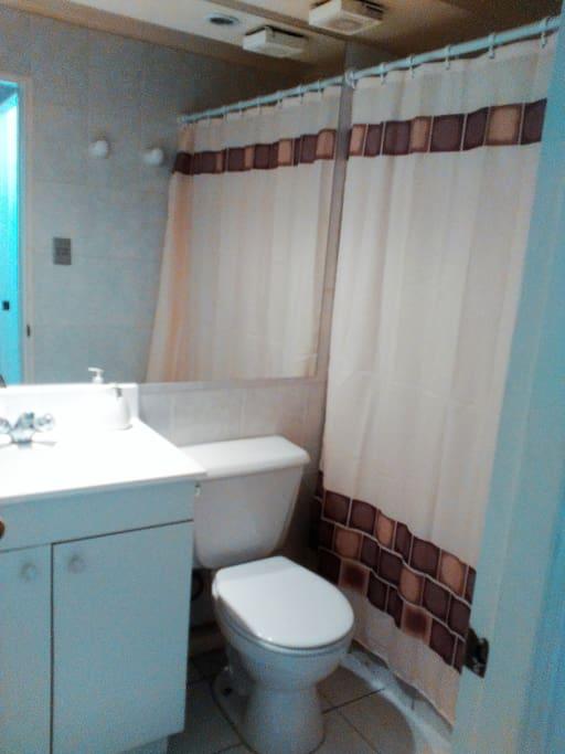 Baño limpio de uso exclusivo.