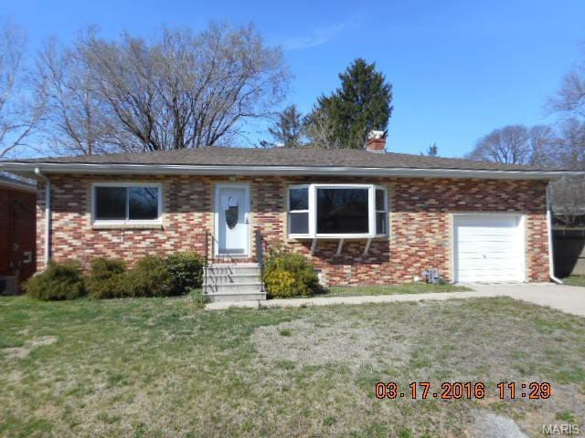Convenient access to STL and Scott AFB! - Fairview Heights - House