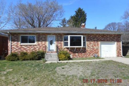 Convenient access to STL and Scott AFB! - Fairview Heights - Σπίτι