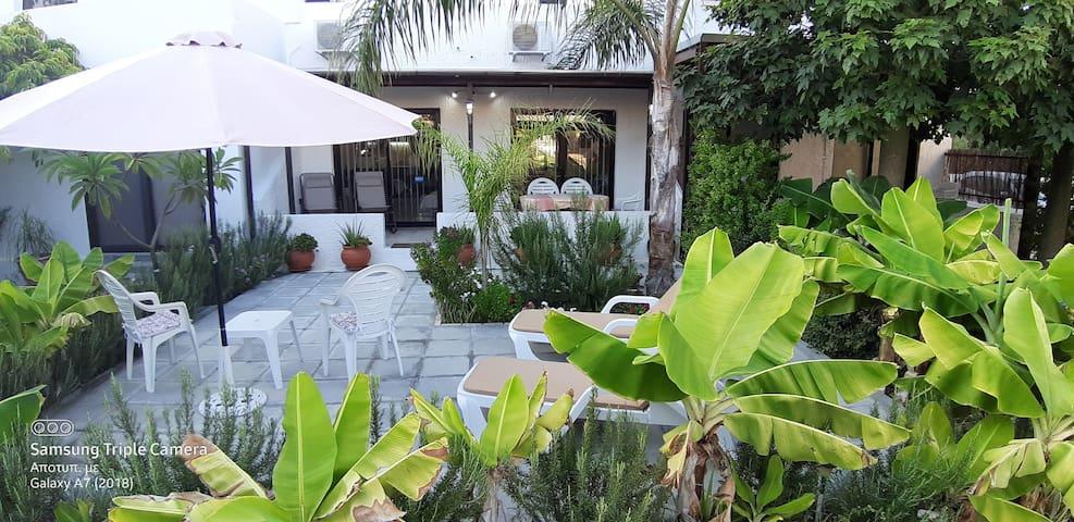 Merika 2 ground floor apt 8 garden & barbecue area