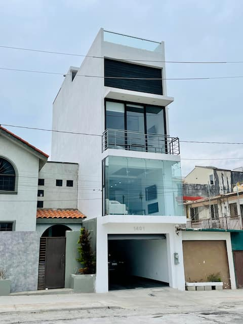 Stunning 3 story house with ocean views in Playas