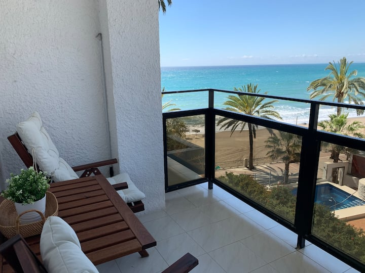 skol 336 beachfront central with views and WIFI