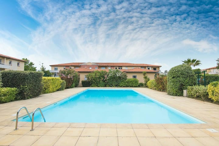 T2 avec clim,piscine,terrasse,tennis,parking,wifi