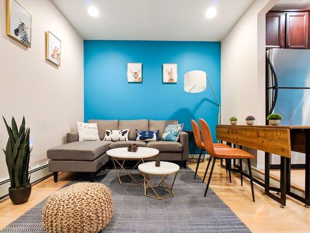 2BR+1Den Apartment with Patio, 10min to Manhattan