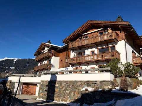 Luxary spacious 3 room apartment on sunny hillside