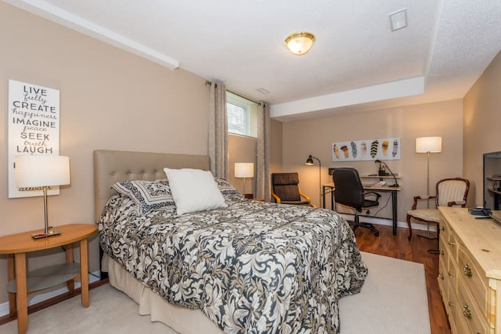 Nicely appointed In-Law Suite with amenities. - Ottawa - Apartamento
