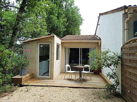 Charming little studio with garden and pool.