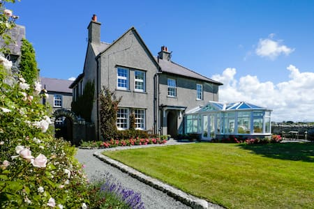 Ty Mawr  -   Bed and Breakfast  Double Bedroom