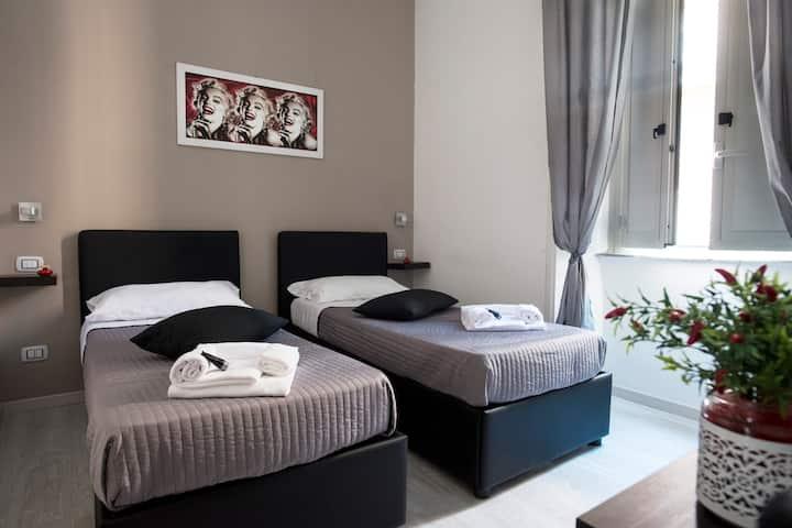 Camera con letti singoli o matrimoniale con bagno