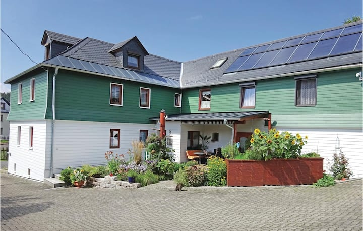 Holiday apartment with 2 bedrooms on 79m² in Remptendorf