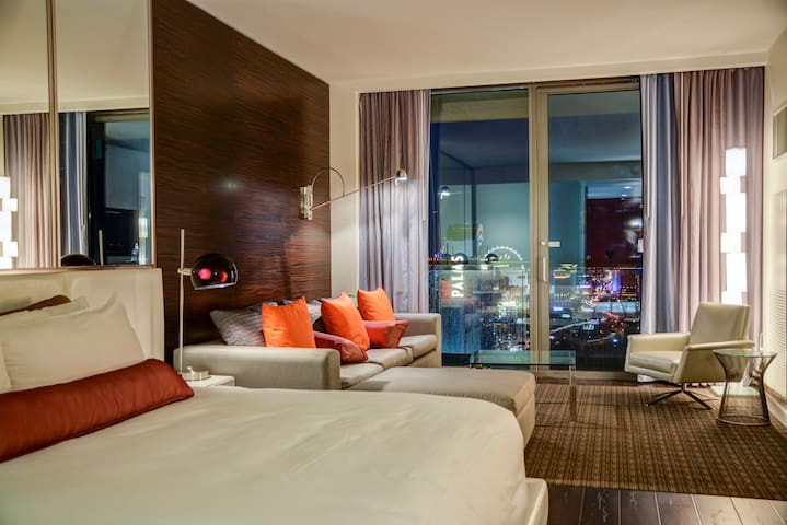 Amazing Suite with Strip View