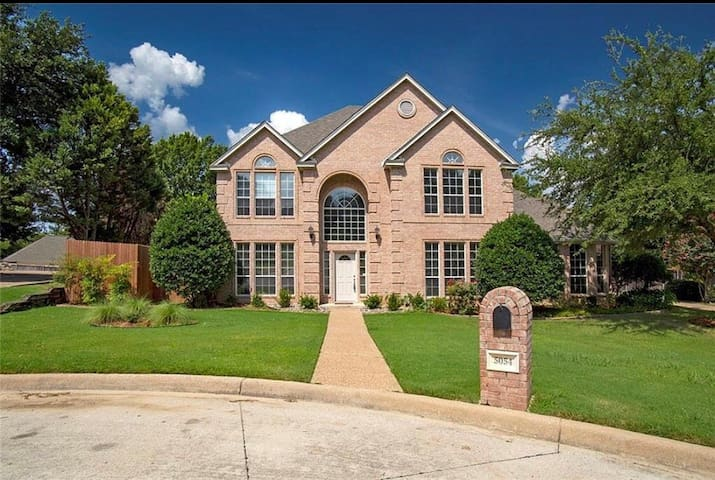 Entire 2 story house/TCU/master/pool/clearfork