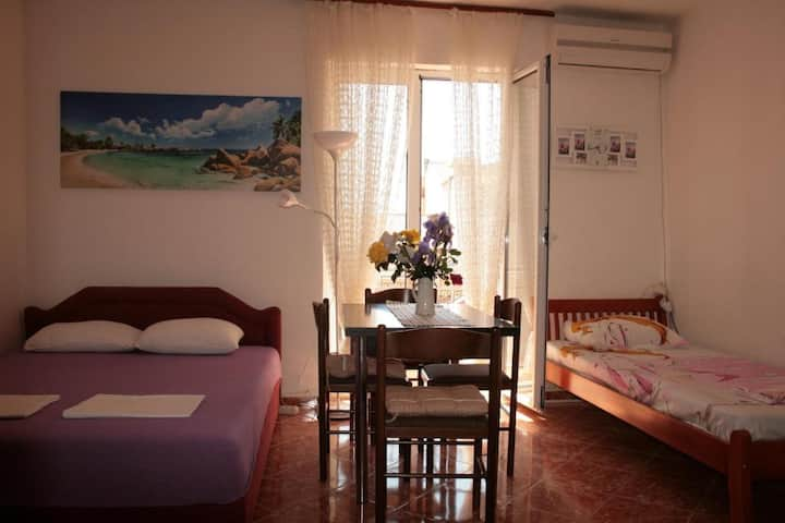 Lovely studio on beachfront in Rafailovici