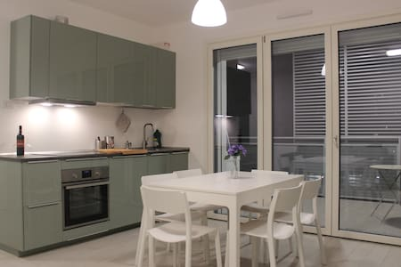 Lovely and large private room close to Rho Fiera