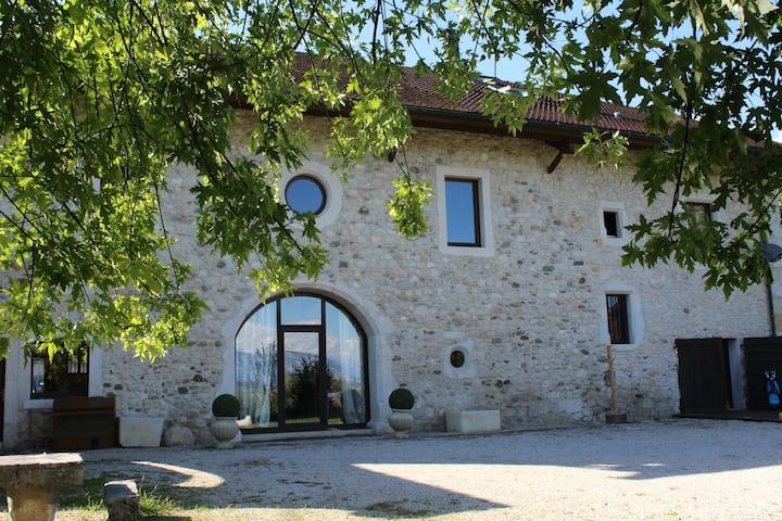 Tastefully renovated 18th Century Barn in Thoiry