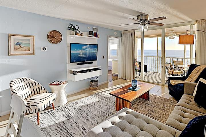 Top-Floor Beach Condo with Pools & Private Lanai