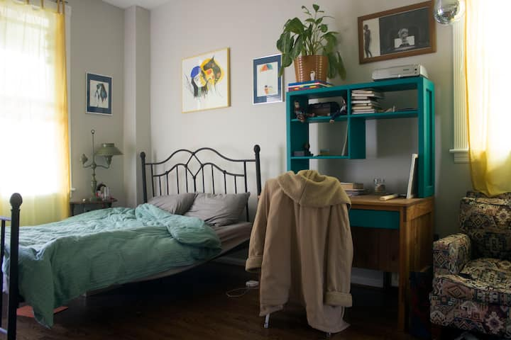 Private bed/bath/balcony in hip Columbia Heights