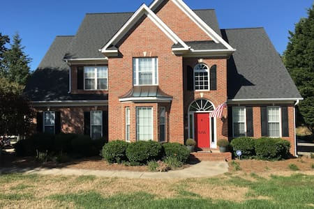 Beautiful 4BR home w/lots of space - Colfax - Casa