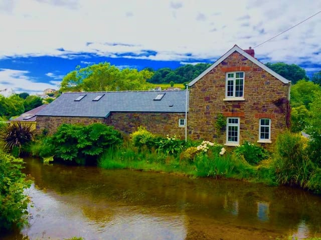 Braunton Riverside Stone Cottage, Idyllic location - Braunton - House