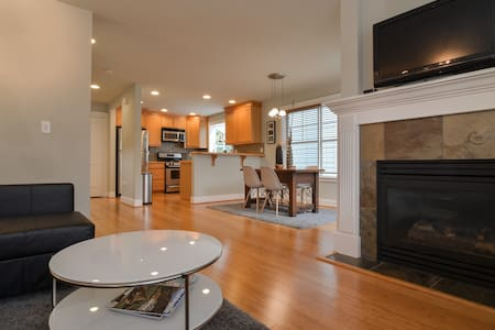 Centrally Located 3bd/2.5ba Home - Seattle - House