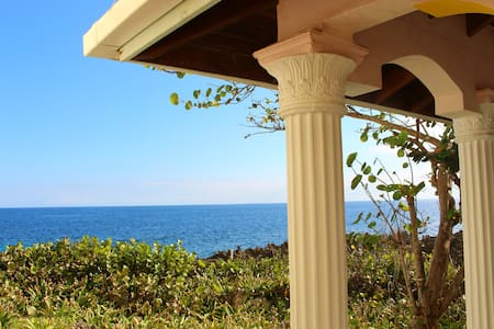 Private Guest House Ocean Front Location - Flowers Bay - Villa