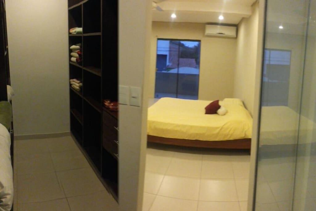habitacion en suite con cama king. 2x2 vestidor jacuzzi + A.A.