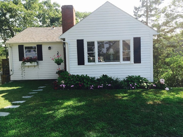Waterfront Cottage on Scenic Cove-Sale on Sept wks
