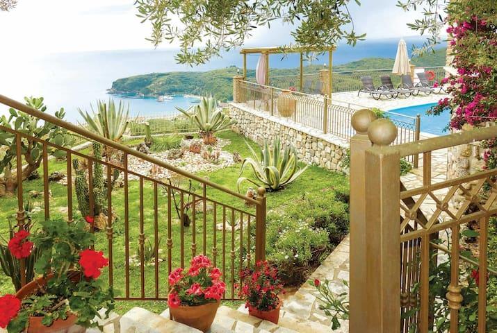 2 bedroom Villa sleeps 4 in Chrysogiáli 1