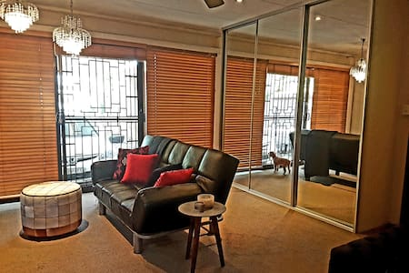 STUDIO SWIFT- cosy & comfy w/ large outdoor area