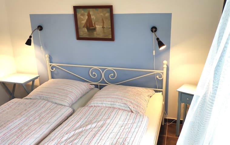 Schlafzimmer 2 mit neuem Doppelbett