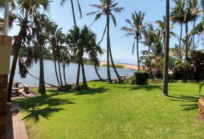 THE BOAT HOUSE, 53 Nkwazi drive, Zinkwazi Beach
