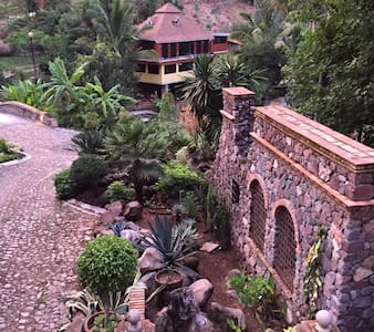 Wonderfull Villa in 10 acre garden