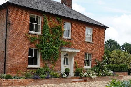 Charming village house - Houghton - Bed & Breakfast