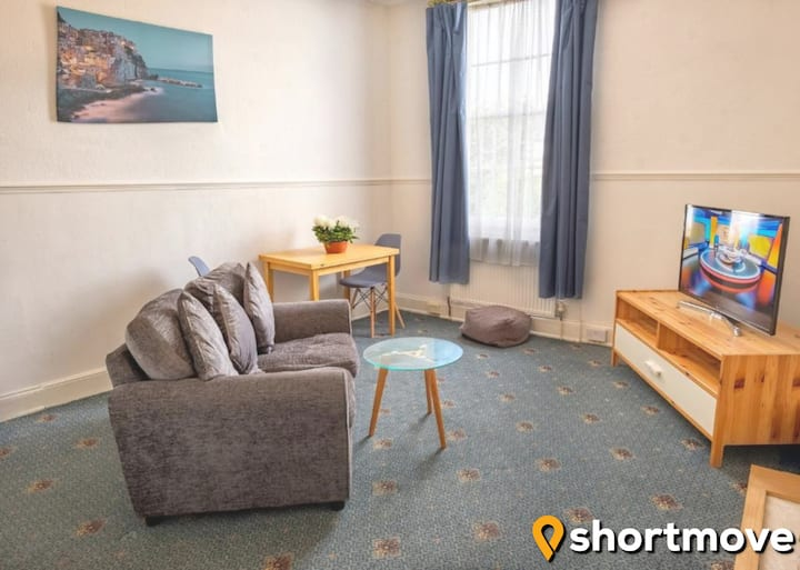 SHORTMOVE★Dble bed Flat★Beach★Self Contained★Wifi