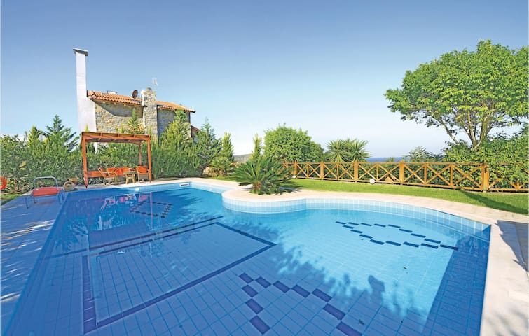 Holiday cottage with 3 bedrooms on 130m² in Milatos, Lasithi