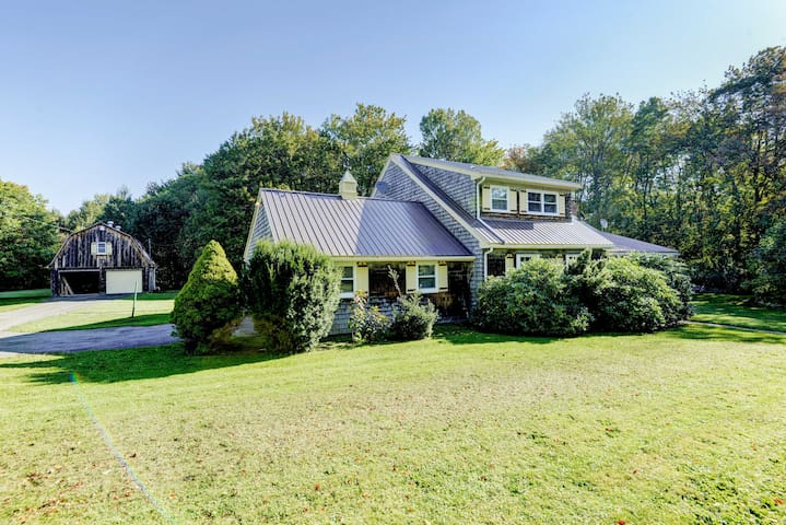 NEW! Countryside 3BR Starrucca Home w/Yard & Deck!