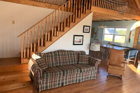 Riverview Cottage, minutes from Canada's #1 beach