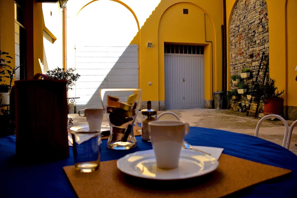 La Corte diZizi: outdoor breakfast