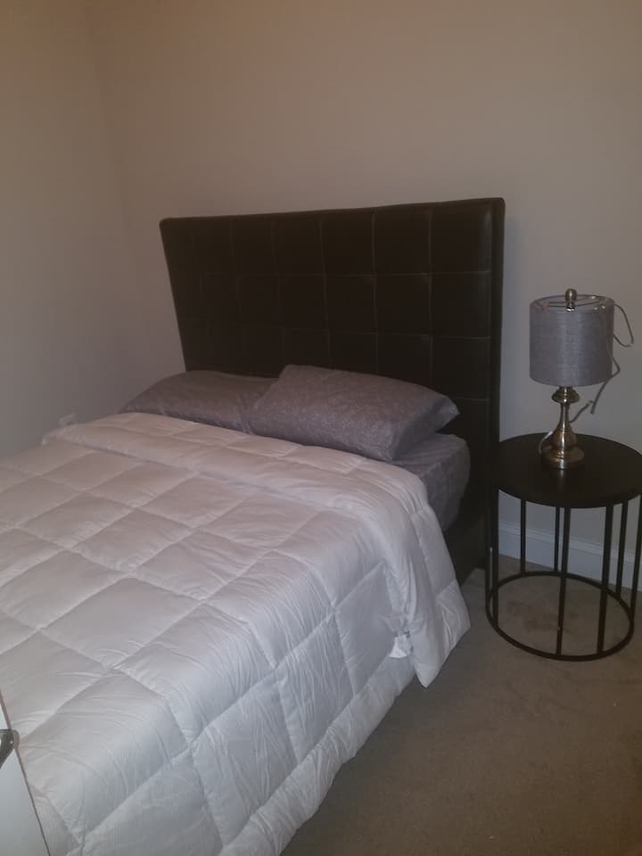 Room in Glen Burnie, minutes from BWI airport.