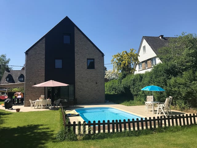 South Brussels Vila with heated swimingpool
