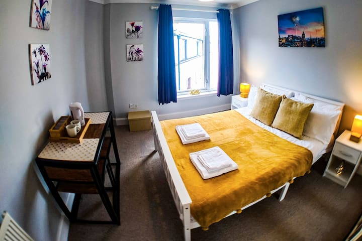 A central double room - best stays in Edinburgh