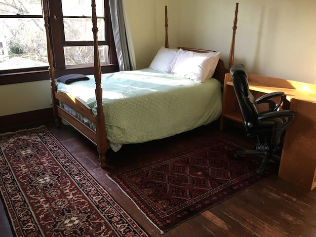 Bright private room/Historic house/Blocks to OSU. - Corvallis - Casa